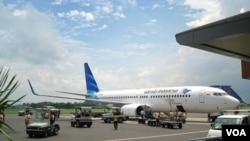 Pesawat milik PT Garuda Indonesia. BUMN ini menjadi salah satu dari tiga akan rencananya akan diprivatisasi tahun ini.