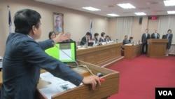 台灣立法院外交及國防委員會10月18號質詢的情形