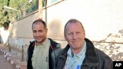 Cezayir'de sağ kurtulan iki İngiliz rehine