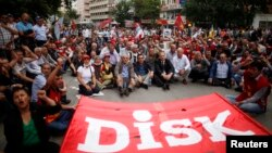 Members of the Confederation of Revolutionary Trade Unions of Turkey (DISK) take part in a protest in central Ankara, June 17, 2013.