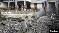 خیبر میں تباہ شدہ اسکول (فائل فوٹو)