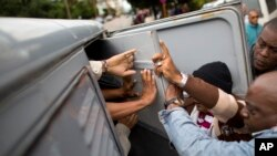 """En la categoría de países cuyos gobiernos usan métodos abiertos y directos para """"reprimir a la sociedad civil"""", el Departamento de Estado colocó a Cuba."""