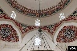 Unutrašnjost Aladža džamije, Foča, 4. maj 2019.