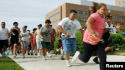 La lucha contra la obesidad a temprana edad podría empezar con el cambio de costumbres en la familia.