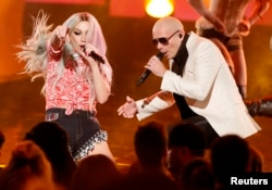 "Pitbull performs his song ""Timber"" with Ke$ha (L) at the 41st American Music Awards in Los Angeles, California Nov. 24, 2013."