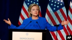 براساس نظرسنجي ها خانم کلنتن از ماه می بدینسو حدود ٢٠ در صد حمایت رای دهندگان دموکرات را از دست داده است