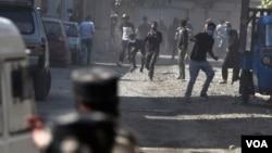 Bentrokan senjata antara pasukan pemerintah India dan kelompok pemberontak anti-India di Kashmir, 17 September 2020. (Foto: dok).