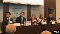 Giám đốc quỹ nghiên cứu biển Đông của Học viện Ngoại giao Việt Nam Trần Trường Thủy (đầu tiên từ phải) là một diễn giả của hội nghị biển Đông của CSIS.
