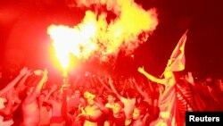 Demonstrasi di Tunisia yang memrotes penggulingan pemerintah Islamis (29/7). (Reuters/Anis Mili)