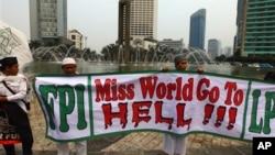 印尼的穆斯林在世界小姐大賽舉行期間競選示威。