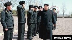 리용주 북한 해군사령관 (붉은 원) (자료사진)
