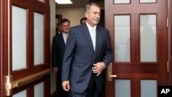 El presidente de la Cámara de Representantes, John Boehner, sale de una reunión estratégica sobre la crisis en la frontera.