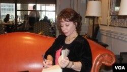 Isabel Allende durante la entrevista con VOA afirma que ya no piensa en el retiro.