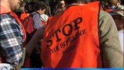 抗议者包围白宫反对输油管计划