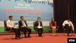 """Youth and ASEAN Integration"" forum which was organized in Phnom Penh on Sunday 16th November 2014. (Photo by Say Mony)."