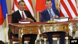 Президенты США и России во время подписания договора о ядерном сотрудничестве
