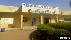 Vue sur l'hôpital de Dousseyni Daou à Kayes, au Mali, le 25 octobre 2014.