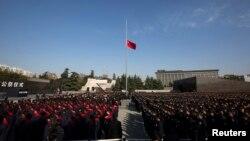 Warga China menghadiri upacara peringatan pembantaian Nanjing di bekas ibukota China, Nanjing, provinsi Jiangsu (13/12).