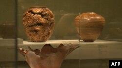 Umetnička dela od drveta izložena u galeriji Renvik