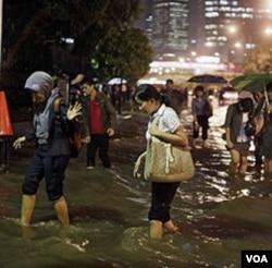 Jakarta perlu belajar dari Jepang bagaimana memberdayakan kekuatan masyarakat, seperti volunteers (sukarelawan) saat mengatasi bencana.