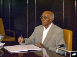 Aristides Pereira, primeiro Presidente de Cabo Verde, faleceu hoje na cidade portuguesa de Coimbra, após prolongado internamento hospitalar.