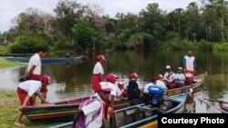 Anak-anak Papua berangkat sekolah. (Foto: GTP UGM)