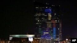 Tòa nhà chọc trời của thành phố Philadelphia được dùng làm thành một màn hình video khổng lồ cho trò chơi xếp hình Tetris, ngày 5/4/2014.