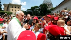 """La iniciativa responde a un pedido del papa Francisco de actuar """"con determinación"""" contra los abusos sexuales cometidos por el clero."""