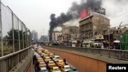 Một tay đánh bom tự sát kích nổ tại một đường phố đông đúc gần một nhà hàng, giết chết ít nhất 22 người và làm bị thương nhiều người.