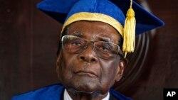 Robert Mugabe wanda yayi kunnen kashi da wa'adin da aka bashi ya sauka daga mulki