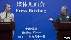Panglima militer Tiongkok, Jenderal Chen Bingde (kanan) dalam konferensi pers gabungan bersama Laksamana Mike Mullen (11/7).