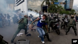 Tres mil 408 personas fueron detenidas durante las protestas iniciadas en febrero, según la ONG Foro Penal Venezolano.