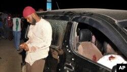 Mmoja wa walionusurika baada ya Sheikh Ibrahim Ismael na wengine watatu kuuawa Mombasa, Kenya, Oct. 3, 2013.