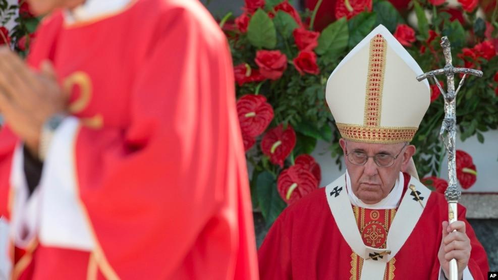 El papa Francisco celebró misa en la Plaza de la Revolución en Holguín, Cuba, el lunes, 21 de septiembre de 2015.