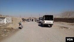 کوئٹہ میں انسدادِ پولیس ٹیم پر حملے کے بعد جائے واردات پر سکیورٹی اہلکار موجود ہیں
