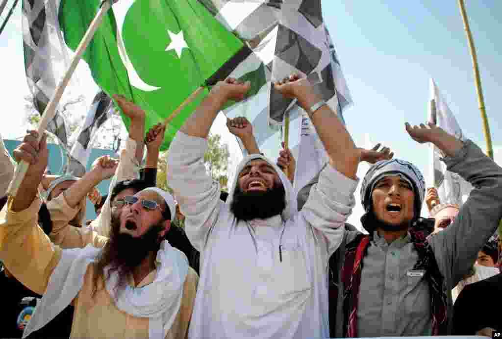"""Hindlilərə qarşı olan """"Cəmaət-üd-Dava"""" dini qrupun tərəfdaşları Pakistanın milli bayramını qeyd edir - Pişəvər, 23 mart, 2015."""