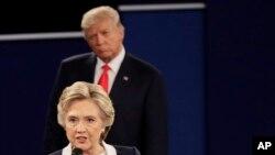 Demokrat Parti'nin başkan adayı olan Hillary Clinton, St.Louis kentinde seçimlere bir ay kala 9 Ekim'de düzenlenen tartışma programında kontrolunu kaybetmemek için büyük çaba sarf ettiğini anlatıyor.