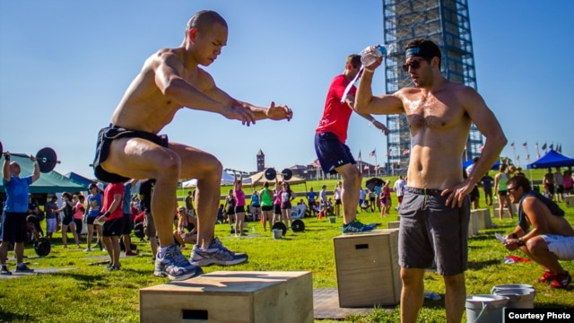 CrossFit involves simple, intense movements. (Photo: Michael J. LaPierre)
