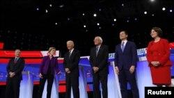 Wagombea urais wa chama cha Demokrat kutoka kushoto bilioneya Tom Steyer, Seneta Elizabeth Warren, Makamu wa Rais wa zamani Joe Biden,Seneta Bernie Sanders, Meya wa zamani wa South Bend Pete Buttigieg na Seneta Amy Klobuchar wakiwa katika mdahalo Iowa, Marekani.
