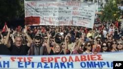 6일 그리스 아테네에서 열린 긴축재정안 반대 파업 시위에 참가한 공공근로 조합원들.