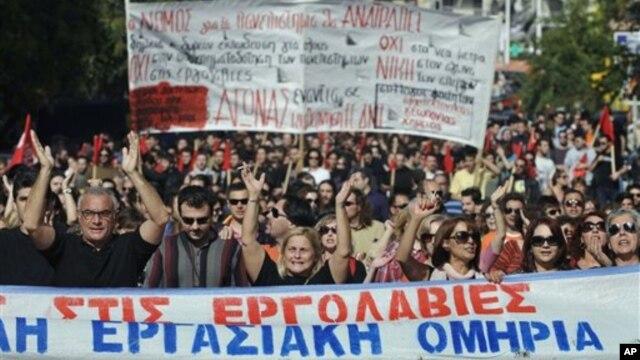Demonstran Yunani turun ke jalan-jalan di Athena untuk menentang langkah penghematan (6/11).