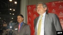 Стив Росато и Владимир Григорьев во время пресс-конференции