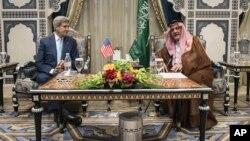 Джон Керри и принц Сауд аль-Файзаль. Джидда, Саудовская Аравия,11 сентября, 2014.