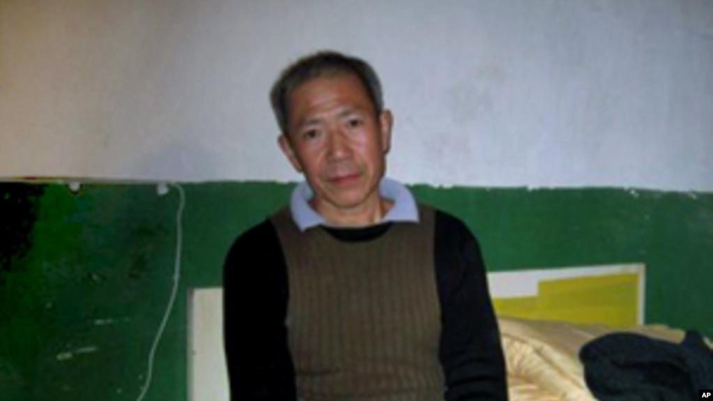 武汉民主人权活动人士秦永敏在家中 (资料照片)