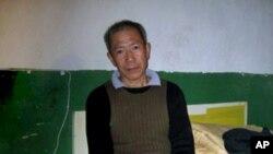 武汉民主人士秦永敏在家中(资料照片)