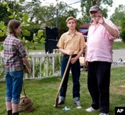 "MADELINE CARROLL, CALLAN McAULIFFE and director ROB REINER on the set of Castle Rock Entertainment's coming-of-age romantic comedy ""FLIPPED,"" a Warner Bros. Pictures release."