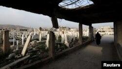 Şam'ın doğu banliyölerinden Duma'da bir mezarlık