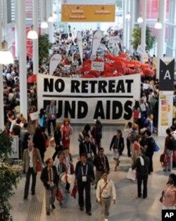 Des manifestant à Vienne contre une réduction des fonds alloués au Sida.