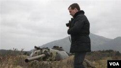 Presiden Dmitry Medvedev mengunjungi salah satu pulau di Pasifik yang disita oleh Rusia dari Jepang.