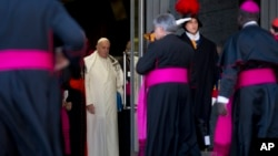 Pope Francis, wearing a scarf which was presented to him by a bishop, arrives for the morning session of the Synod of bishops at the Vatican, Friday, Oct. 23, 2015. (AP Photo/Alessandra Tarantino)